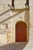 Κόκκινη πόρτα - μεσαιωνική Μάλτα Στοκ Φωτογραφία