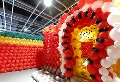 Κόκκινη πόρτα μπαλονιών Στοκ φωτογραφίες με δικαίωμα ελεύθερης χρήσης