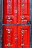 Κόκκινη πόρτα Στοκ εικόνα με δικαίωμα ελεύθερης χρήσης