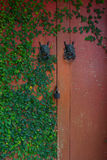Κόκκινη πόρτα Στοκ φωτογραφία με δικαίωμα ελεύθερης χρήσης