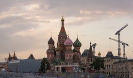 Κόκκινη πλατεία στον καθεδρικό ναό του βασιλικού του ST βραδιού στοκ φωτογραφία με δικαίωμα ελεύθερης χρήσης