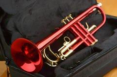 Κόκκινη σάλπιγγα ορείχαλκου Στοκ εικόνα με δικαίωμα ελεύθερης χρήσης