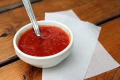 Κόκκινη σάλτσα πιτσών Στοκ φωτογραφία με δικαίωμα ελεύθερης χρήσης