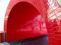 Κόκκινη σήραγγα διάβασης πεζών Στοκ φωτογραφία με δικαίωμα ελεύθερης χρήσης
