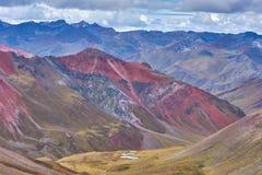 Κόκκινη σειρά βουνών Στοκ φωτογραφία με δικαίωμα ελεύθερης χρήσης