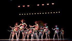Κόκκινη σειρά καπέλων--Λαϊκός χορός Στοκ φωτογραφία με δικαίωμα ελεύθερης χρήσης