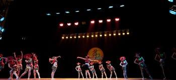 Κόκκινη σειρά καπέλων--Λαϊκός χορός Στοκ Φωτογραφίες