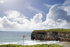 Κόκκινη σημαία επάνω από την παραλία ballybunion Στοκ εικόνα με δικαίωμα ελεύθερης χρήσης