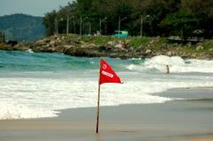 Κόκκινη σημαία - η κολύμβηση είναι απαγορευμένη Στοκ Εικόνα