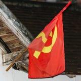 Κόκκινη σημαία στην πρόσοψη του κτηρίου, Luang Prabang, Λάος Κινηματογράφηση σε πρώτο πλάνο Στοκ φωτογραφίες με δικαίωμα ελεύθερης χρήσης