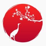 Κόκκινη σημαία της Ιαπωνίας Ένας κλάδος με το sakura ανθίζει και ένας ιαπωνικός γερανός στο υπόβαθρο του κόκκινου ήλιου Crabe απεικόνιση αποθεμάτων