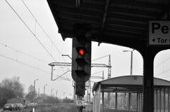 Κόκκινη σηματοδότηση στο σταθμό τρένου Στοκ Εικόνες