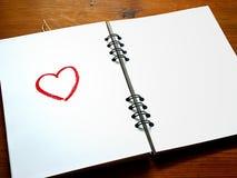 Κόκκινη σημείωση αγάπης καρδιών Στοκ φωτογραφίες με δικαίωμα ελεύθερης χρήσης