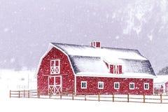 Κόκκινη σιταποθήκη στο χιόνι Στοκ Εικόνα