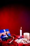 κόκκινη σκηνή Χριστουγένν&omeg Στοκ Φωτογραφίες