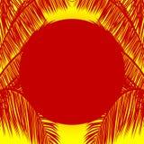 Κόκκινη σκιαγραφία ήλιων και φοινίκων πέρα από το κίτρινο υπόβαθρο Στοκ φωτογραφία με δικαίωμα ελεύθερης χρήσης