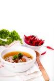Κόκκινη σούπα σε ένα άσπρο υπόβαθρο στοκ εικόνες