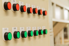 Κόκκινη στάση και πράσινα κουμπιά έναρξης Στοκ Εικόνες