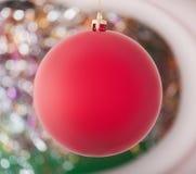 Κόκκινη σφαίρα Χριστουγέννων ελεύθερη απεικόνιση δικαιώματος