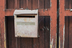 Κόκκινη ταχυδρομική θυρίδα στοκ φωτογραφίες