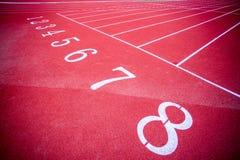 Κόκκινη τρέχοντας πίστα αγώνων επιφάνειας στοκ φωτογραφία με δικαίωμα ελεύθερης χρήσης