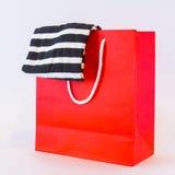 Κόκκινη τσάντα αγορών Στοκ Εικόνες