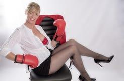 κόκκινη φορώντας γυναίκα &eps Στοκ Εικόνες