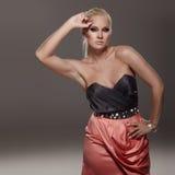 κόκκινη φούστα Στοκ εικόνα με δικαίωμα ελεύθερης χρήσης