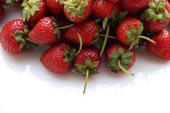 Κόκκινη φράουλα μούρων που απομονώνεται στο άσπρο υπόβαθρο Στοκ Εικόνες