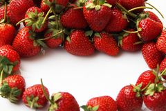 Κόκκινη φράουλα μούρων που απομονώνεται στο άσπρο υπόβαθρο Στοκ Εικόνα