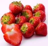 Κόκκινη φράουλα στο άσπρο υπόβαθρο Στοκ εικόνες με δικαίωμα ελεύθερης χρήσης