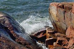 Κόκκινοι απότομοι βράχοι βασαλτών Στοκ φωτογραφίες με δικαίωμα ελεύθερης χρήσης