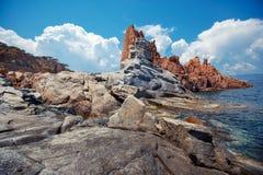 Κόκκινοι βράχοι και τυρκουάζ νερό Arbatax, Σαρδηνία Στοκ Φωτογραφίες
