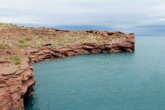 Κόκκινοι βράχοι στη λίμνη κοντά στη EL Chocon, Neuquen Στοκ εικόνα με δικαίωμα ελεύθερης χρήσης