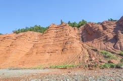 Κόκκινοι βράχοι των απότομων βράχων Blomidon Στοκ Εικόνες