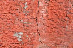 Κόκκινοι, επικονιασμένοι τοίχοι με τις ρωγμές και τις παρατυπίες Στοκ Εικόνες