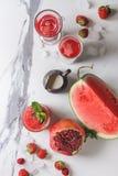 Κόκκινοι κοκτέιλ ή καταφερτζήδες φρούτων Στοκ εικόνα με δικαίωμα ελεύθερης χρήσης