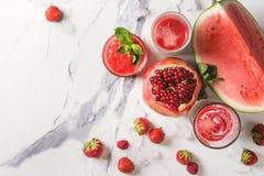 Κόκκινοι κοκτέιλ ή καταφερτζήδες φρούτων Στοκ φωτογραφία με δικαίωμα ελεύθερης χρήσης