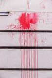 Κόκκινοι παφλασμοί μελανιού σε έναν τοίχο Στοκ φωτογραφία με δικαίωμα ελεύθερης χρήσης