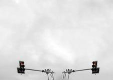 Κόκκινοι φωτεινοί σηματοδότες για δύο κατευθύνσεις στοκ εικόνες