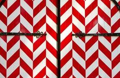 Κόκκινος-άσπρη ριγωτή πύλη κάστρων στοκ εικόνα