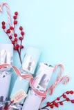 Κόκκινος, άσπρος και χλωμός - μπλε υπόβαθρο Χριστουγέννων Στοκ Εικόνες