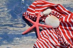 Κόκκινος-άσπρο μπικίνι με το αστέρι Ερυθρών Θαλασσών Στοκ φωτογραφία με δικαίωμα ελεύθερης χρήσης