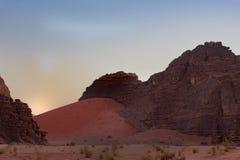 Κόκκινος αμμόλοφος στο ρούμι Wadi στοκ εικόνες