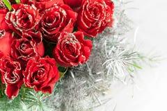 Κόκκινος αυξήθηκε λουλούδια με τα μόρια σπινθηρίσματος Στοκ Φωτογραφίες