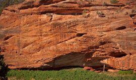 κόκκινος βράχος απότομων βράχων Στοκ φωτογραφία με δικαίωμα ελεύθερης χρήσης