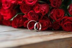 κόκκινος γάμος τριαντάφυ&la Στοκ εικόνα με δικαίωμα ελεύθερης χρήσης