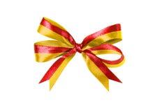 Κόκκινος-κίτρινα πολύχρωμα κορδέλλα και τόξο υφάσματος που απομονώνονται σε ένα άσπρο υπόβαθρο στοκ εικόνα με δικαίωμα ελεύθερης χρήσης