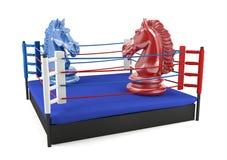 Κόκκινος και μπλε ιππότης σκακιού που αντιμετωπίζει στο εγκιβωτίζοντας δαχτυλίδι Στοκ Εικόνες