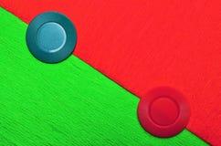 Κόκκινος και πράσινος με τα jetons Στοκ φωτογραφία με δικαίωμα ελεύθερης χρήσης